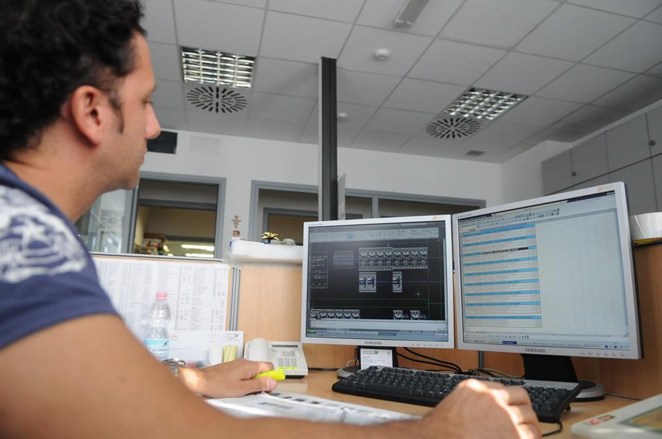 Progettazione quadri elettrici per industrie servizio di for Quadri per ufficio tecnico